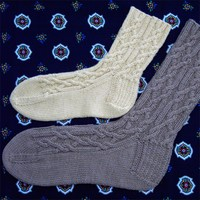 2254 Red Rover Cable Socks PDF