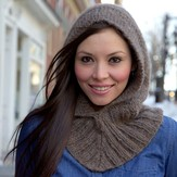 Plymouth Yarn F627 Hooded Neckwarmer (Free)